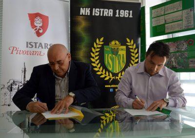 istarska-pivovara-nk.istra-1961-potpis-ugovora